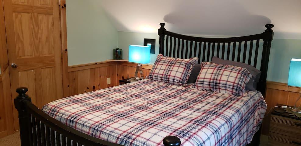 Bedroom # 2 ( 1 Queen Bed )at Upper Level