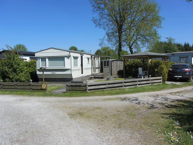 Gezellige stacaravan (4 pers) met zonnige tuin - Gasselte - Chalet