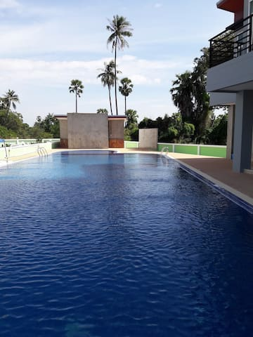 Apartment with pool close to BUU and Bangsaen - Chon Buri - Lägenhet