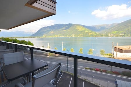 LakeFront apt' Lake View..top 28..with 12m balcony
