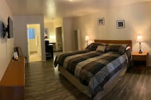 Spacious Lodge Room with Two Double Beds - Private Bathroom