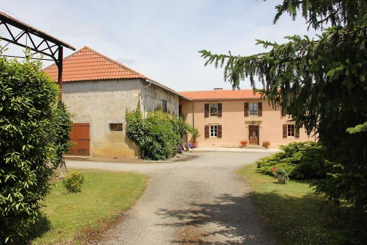 Chambre d'hôte En Jeannot entre MARCIAC et MIRANDE - Sainte-Dode - Dům pro hosty