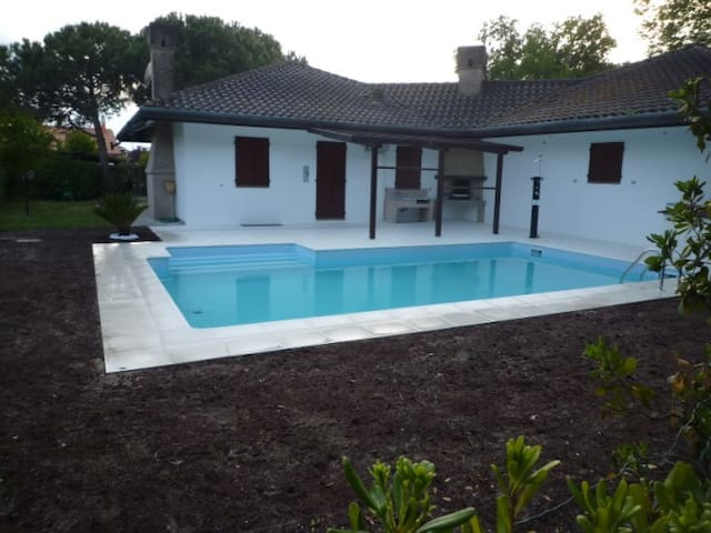Albarella villa con piscina 10 posti letto - Rosolina - Villa
