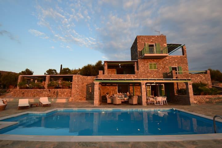 Luxury Villa with Amazing Sea View