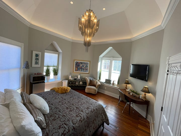 Ford Grand Turret Suite - A Historic Experience