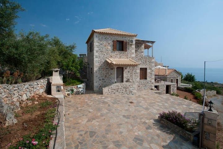 A Stone-house with unique sea view - Lefktro - Dom