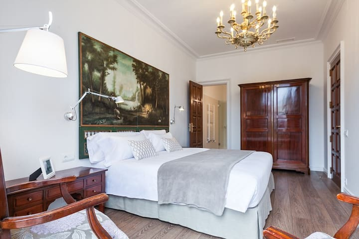 1. Double bedroom with private bathroom
