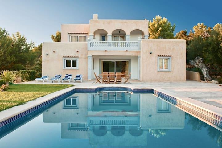 Cozy Villa in Sant Josep de sa Talaia with Private Pool
