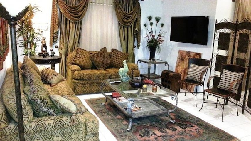 Beautifully furnished 3Br 2Ba Gated Condo McAllen - Pharr - Apto. en complejo residencial