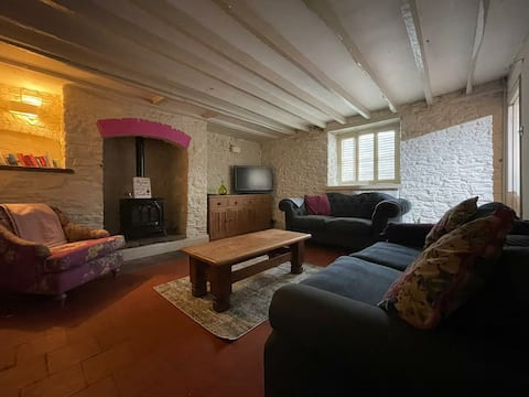 Traditional Cosy Cottage