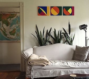 Artsy Northshore Apartment - Newburyport