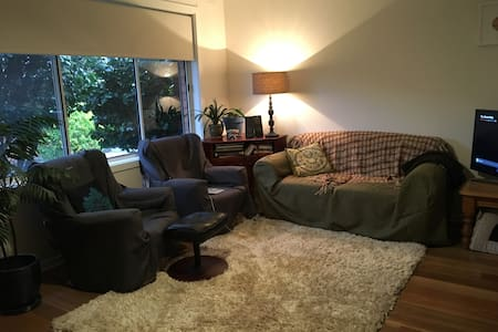 Large, light filled room in the heart of Thornbury - Thornbury