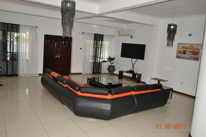 LUXURIOUS VILLA 1 A beautiful home away from home)
