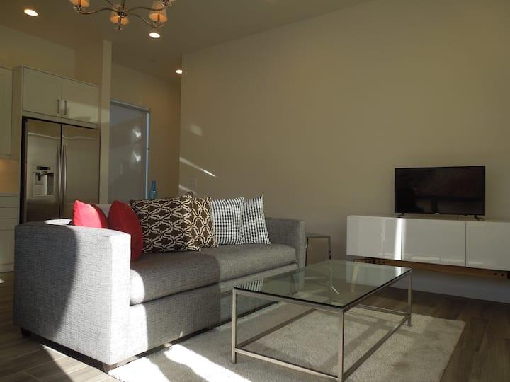 Beautiful custom suite in Temecula country setting