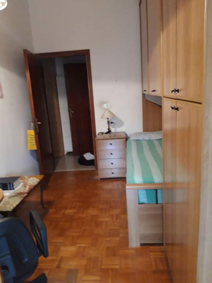Stanza in un appartamento