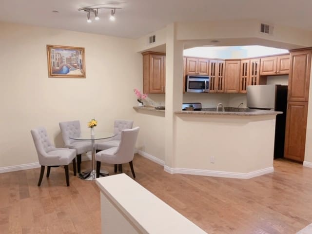 Irvine 2 bed, 2.5bath Townhouse to rent