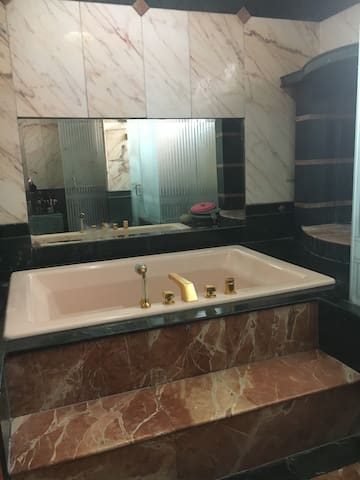 The bath room with whirl pool kohler all gold