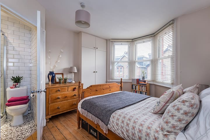 Cozy, ensuite bedroom near Windsor Castle
