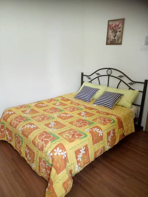 Room 2 with Queen size bed