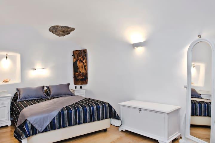 HYDOR villa main bedroom