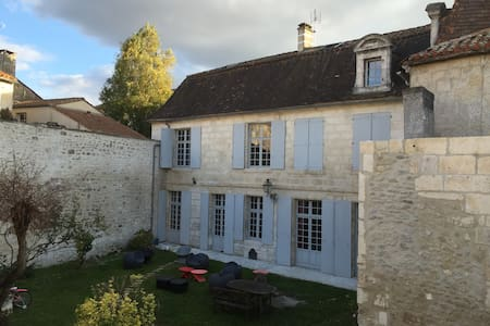 Hôtel particulier au ❤️ d'Angoulême - Stadswoning
