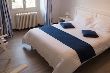 "Room ""Port-en-Bessin"" - Trévières"