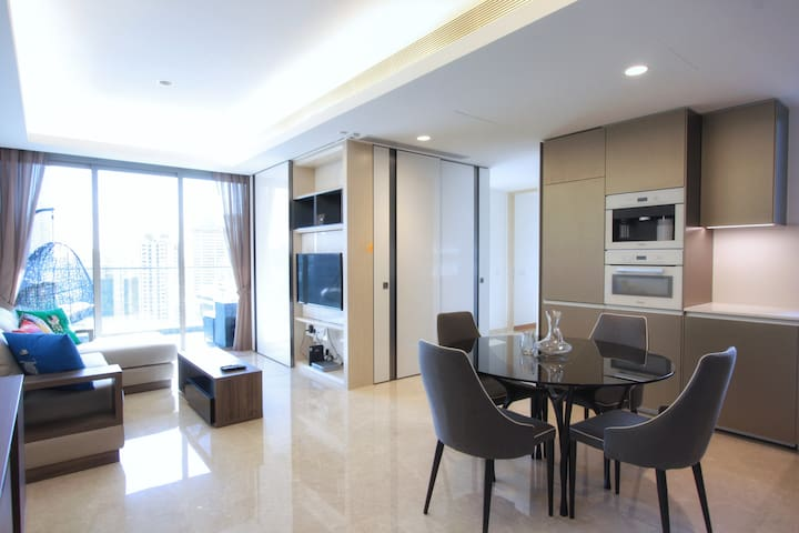 Opulent Comfort of a Condo in Orchard