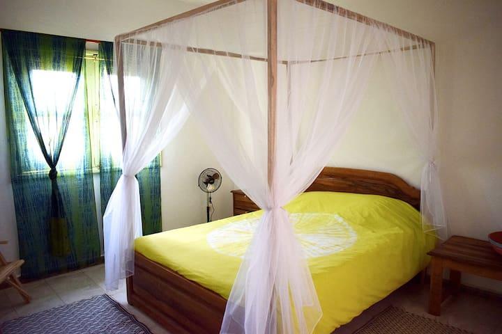 Chambre 2 avec moustiquaire confort