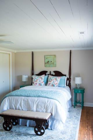 East Bedroom: Antler & Oak (Wheless Farms, LLC)