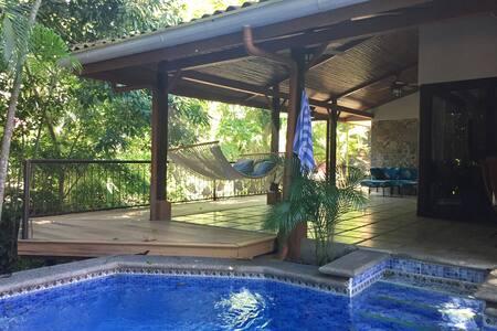 Punta Leona stylish, pool, deck, AC close to beach