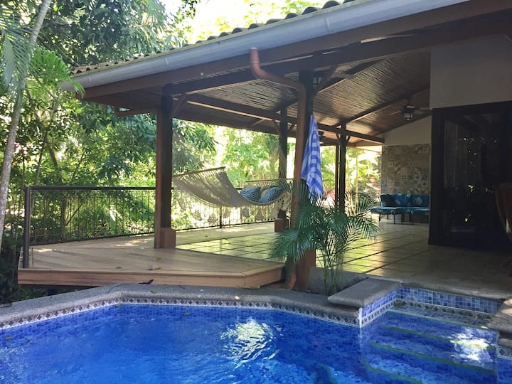Punta Leona stylish, pool, deck, AC close to beach