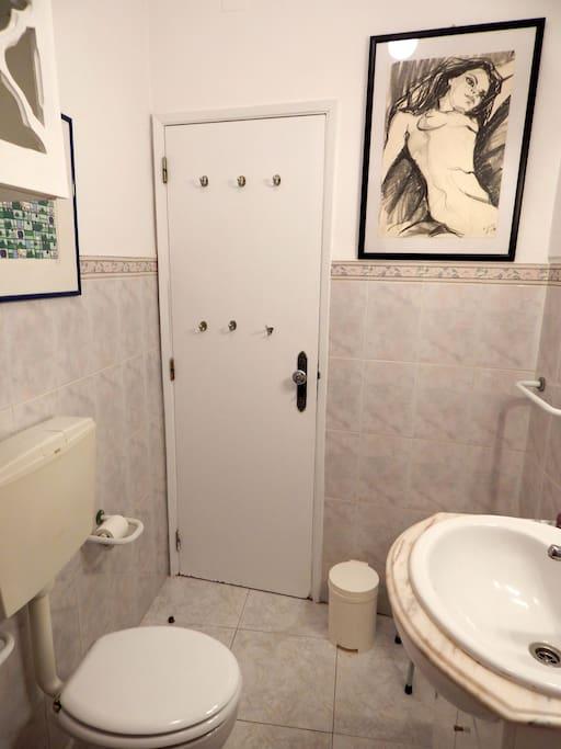 Une salle de bain complète