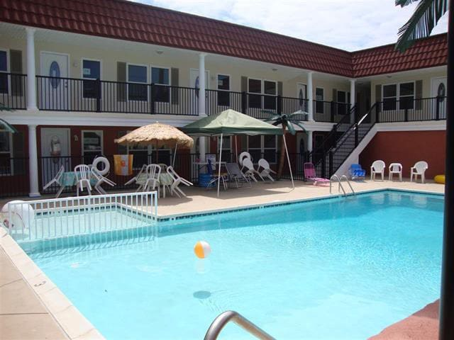 2BR/1BA Beachblock With Pool in NW - North Wildwood