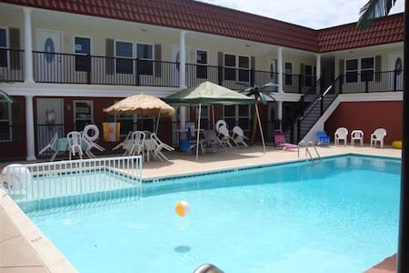 2BR/1BA Beachblock With Pool in NW - North Wildwood - Appartement