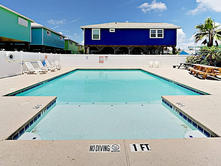 SL419: Quiet Neighborhood, Shared Pool, Golf Cart Accessible, Parking for 3