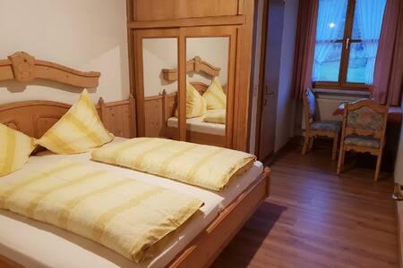 Pension/Ferienwohnungen Ludwig (Rimbach), Doppelzimmer 15 mit Panoramabergblick