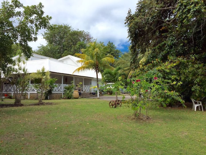 Villa coloniale proche plage avec piscine chauffée