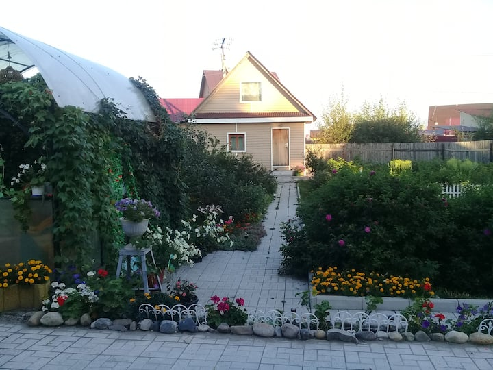 A cottage with a beautiful garden near Irkutsk