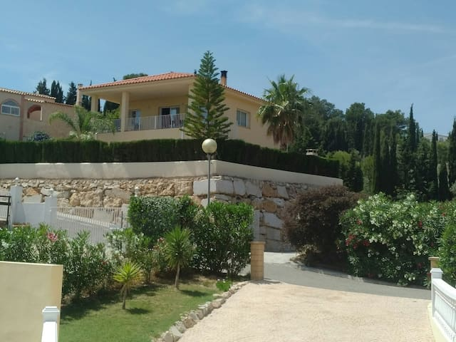 3 bed villa, peaceful location, 4kms to L'Ampolla.