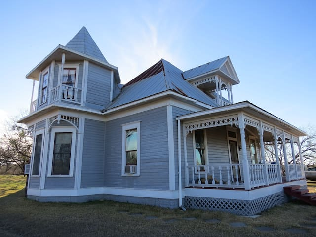 Victorian country retreat w/ trails and views - Lockhart - Casa