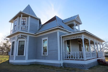 Victorian country retreat w/ trails and views - Lockhart - House