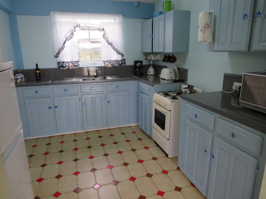 Fully equipped Kitchen with Porcelain countertops.