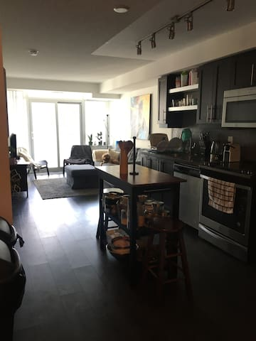 Modern Condo in heart of King West, Toronto