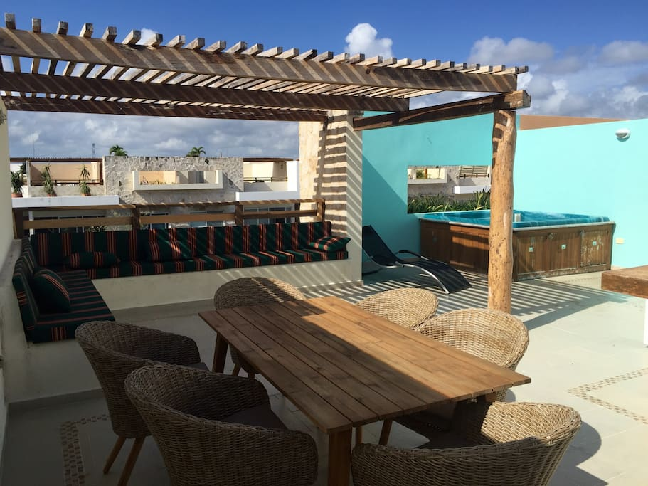 Large roof top terrace con private jacuzzi, totally equipped to relax