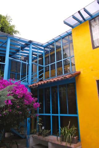 La Casa Amarilla al sur de Coyoacán - Ciudad de México - Apto. en complejo residencial
