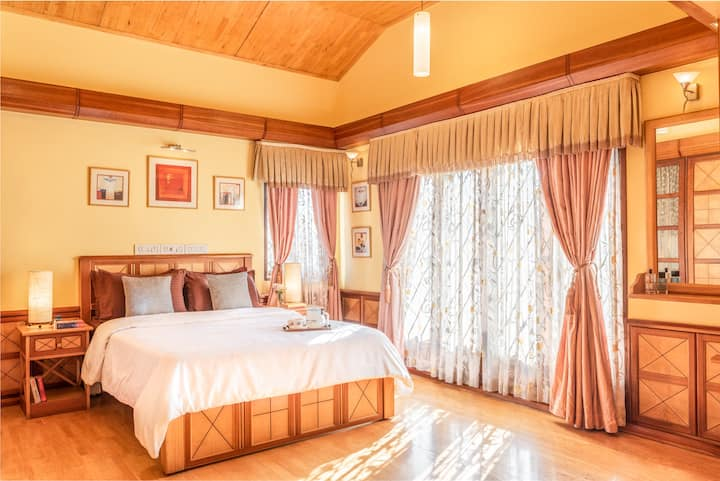 Room in Portuguese Villa with Balcony