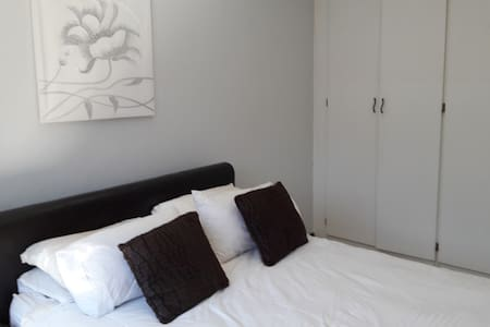 Oryx Apartment Rentals - Townhouse
