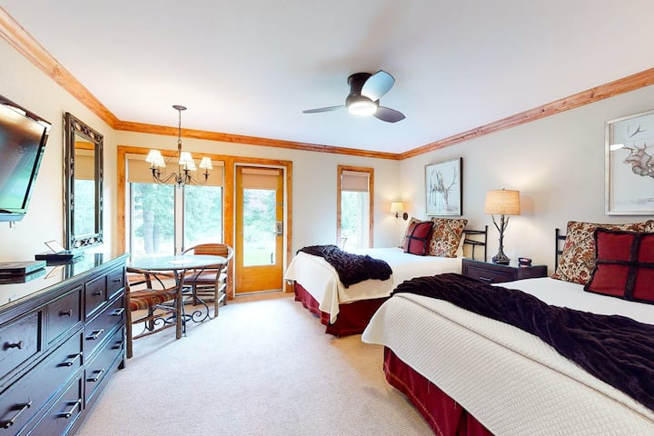 Ski-in/out, mountain view studio w/ fast WiFi & shared pool, hot tubs, laundry!