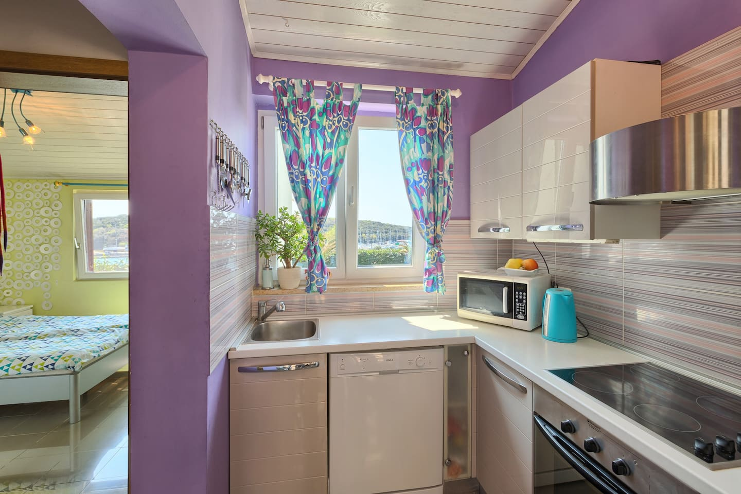 Kitchen with the seaview