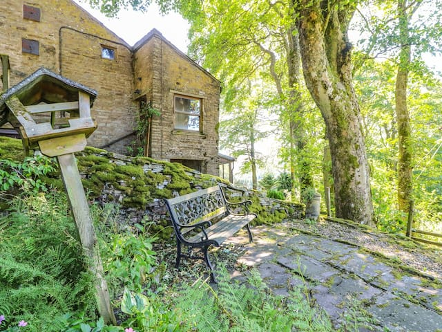 KEEPERS, pet friendly, with a garden in Alston, Ref 905619